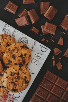 Chocolate chip Cookies and chocolate - image gratuit #303233