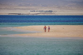 Walk on the Red Sea - image #303803 gratis