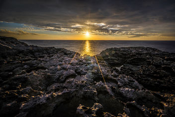 Sunset in Dwejra bay - Gozo, Malta - Seascape, travel photography - Kostenloses image #304343