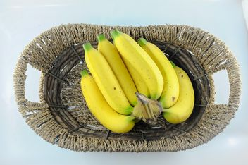 Bunch of bananas in basket - image gratuit #304623