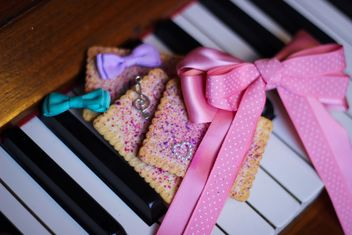 Decorated piano - Free image #304643