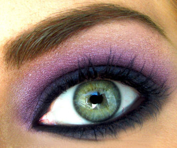 Super Macro Blue and Purple Eyeshadow on a Green Eye in Natural Light - image gratuit #314373