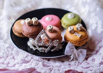 Macarons on a plate - Kostenloses image #327793