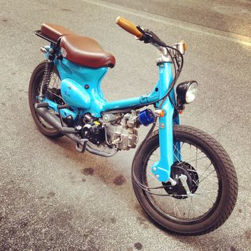 Old blue motorcycle - image gratuit #331023
