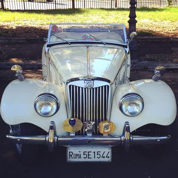 Retro white MG Car - image gratuit #331303
