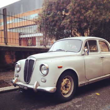 Old white Lancia car - бесплатный image #331743