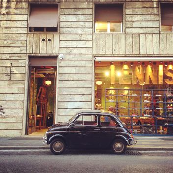 Black Fiat 500 in the street of Rome - image gratuit #331783