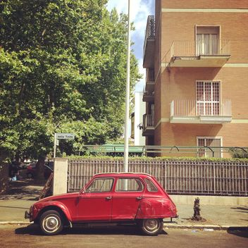 Old red car near the house - бесплатный image #331943