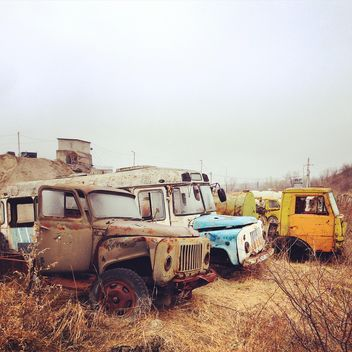 Abandoned crashed cars - image gratuit #332113
