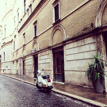 Vespa on road near building - image #332293 gratis