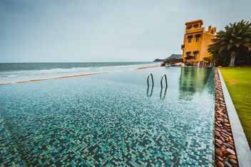 Swimming pool next to the beach - image gratuit #333133