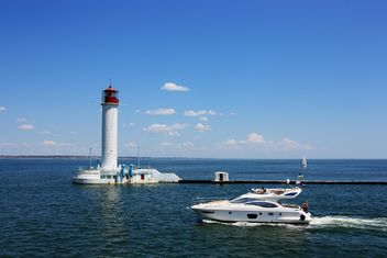 white yacht on a blue sea - бесплатный image #333213