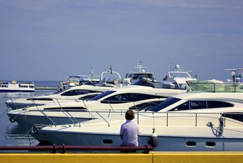 white yachts on a blue sea - бесплатный image #333263
