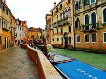 Gondolas on canal in Venice - image #333683 gratis