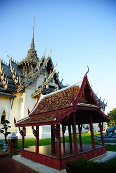 Palace pavilion in front of Thai castle - бесплатный image #334203