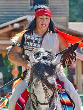 Horse rider in a costume of Indian of America - бесплатный image #334853