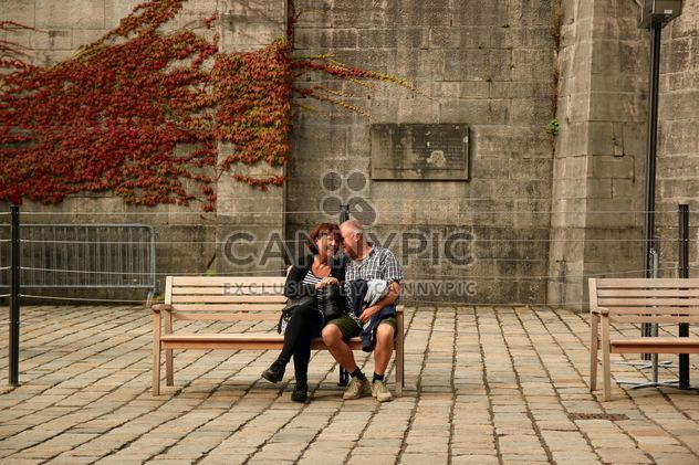 Elderly couple on the bench - Kostenloses image #335053