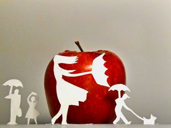 Apple and people made of paper - Kostenloses image #337873