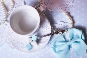 White cup and decorations on table - image gratuit #342083