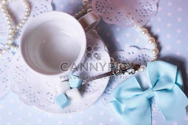 White cup and decorations on table - Kostenloses image #342083