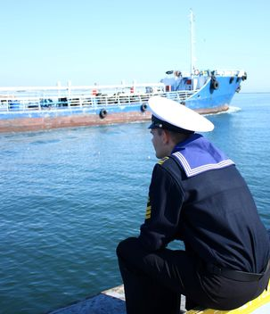 Odessa sailor looking on a ship in port - Free image #342593