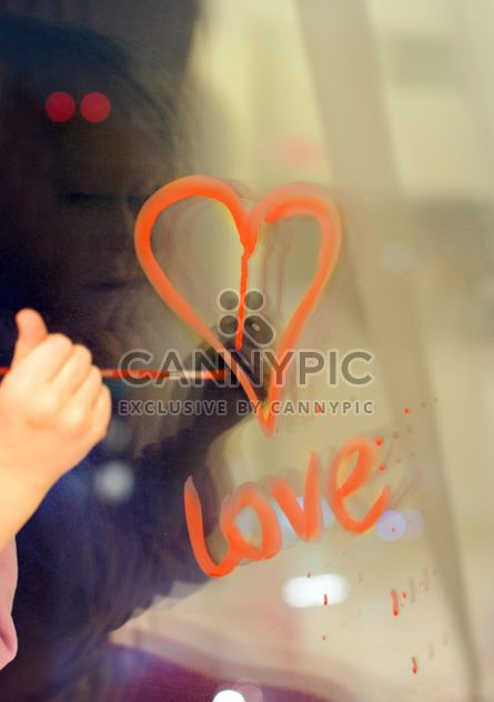 drawing hearts on the window - image #342873 gratis