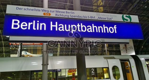 Berlin Haubtbahnhof (Berlin Central Train Station) - Kostenloses image #342883