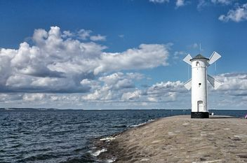White windmill in Swinoujscie in Baltic sea - Kostenloses image #344043