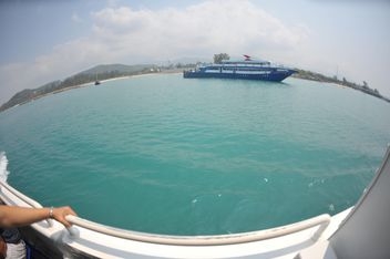 Blue cruise ship on Nangyuan lsland in thailand - бесплатный image #344053
