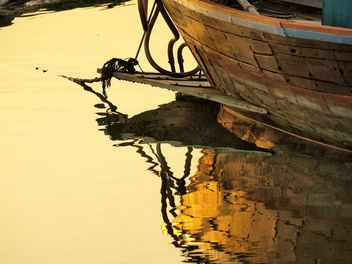 Wooden fishing boat moored - image gratuit #344133