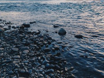 Stones in sea at sunset - image gratuit #344513