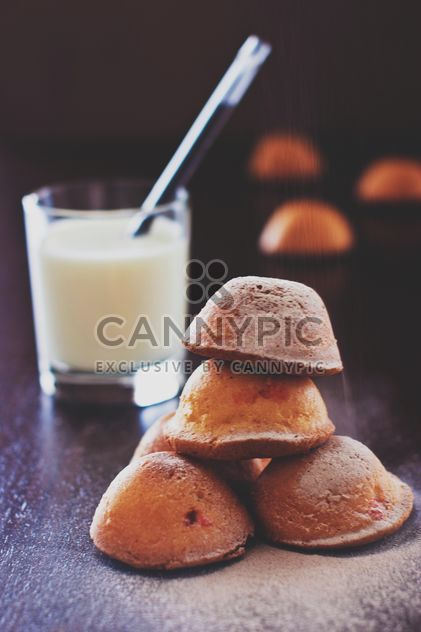 Cakes sprinkled with powdered sugar and cinnamon - Kostenloses image #344593
