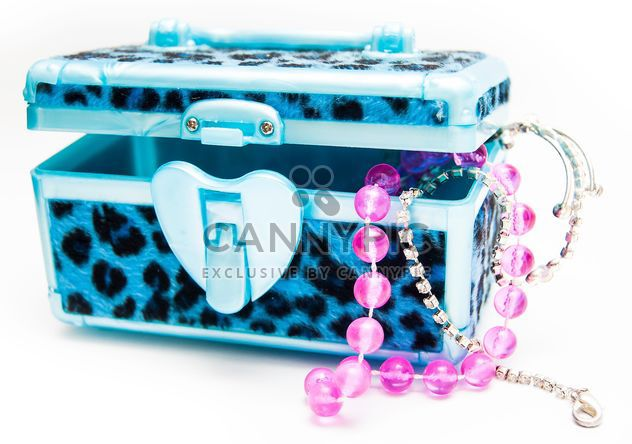 Clsoeup of jewelry box on white background - image gratuit #345053
