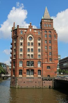 Building on canal in Hamburg, Germany - бесплатный image #346273