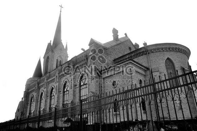 Old church behind fence, black and white - image #346613 gratis