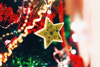 Christmas decorations on Christmas tree - image #347833 gratis