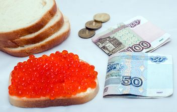 Money and sandwich with red caviar - бесплатный image #347943