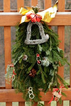 Christmas decoration on wooden fence - image #348433 gratis