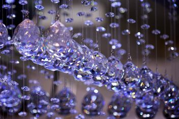 Beautiful purple crystals hanging - image gratuit #348573