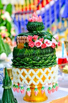 Banana leaf and flowers Thailand art - image #380483 gratis