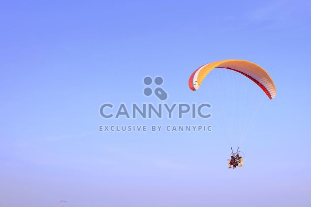 paramotor in sky - Kostenloses image #385183