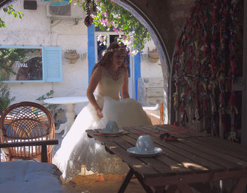 Turkey (Izmir-Alacati) Break time of wedding photography- she really needs to drink something !! - Free image #387063