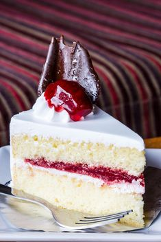 Piece of strawberry cake - image gratuit #428753