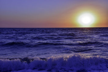 Sunset Over The Waves - image gratuit #436053