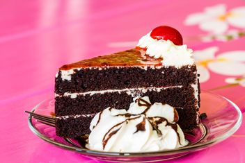Piece of black forest cake - image gratuit #439163