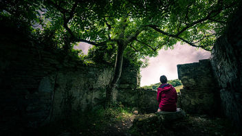 The girl under the tree - Clifden, Ireland - Fine art photography - image #447073 gratis