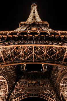 Detail of Eiffel tower at night - image gratuit #448163