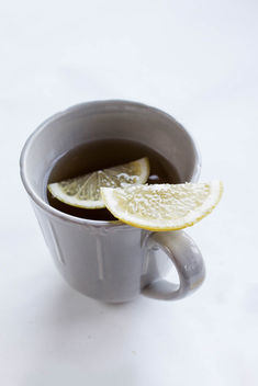 A cup of tea and a lemon slice - image gratuit #449003