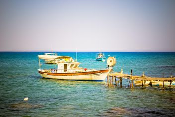 Old boats in sea - image gratuit #449593