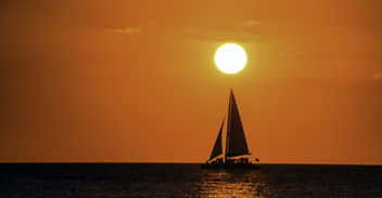 Sailing Under the Setting Sun - image #450213 gratis